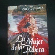 Libros de segunda mano: LA MUJER DE LA RIBERA - JUDE DEVERAUX - AÑO 2000 - LIBRO BOLSILLO. Lote 81685792