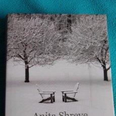 Libros de segunda mano: UNA BODA EN DICIEMBRE (ANITA SHREVE). Lote 83132660