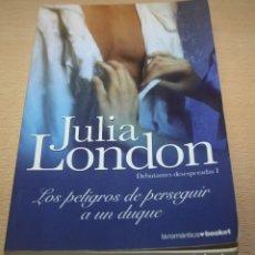 Libros de segunda mano: LOS PELIGROS DE PERSEGUIR A UN DUQUE - JULIA LONDON - DEBUTANTES DESESPERADAS I. Lote 87614576