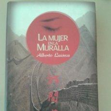 Libros de segunda mano: LA MUJER EN LA MURALLA. ALBERTO LAISECA. Lote 96060495