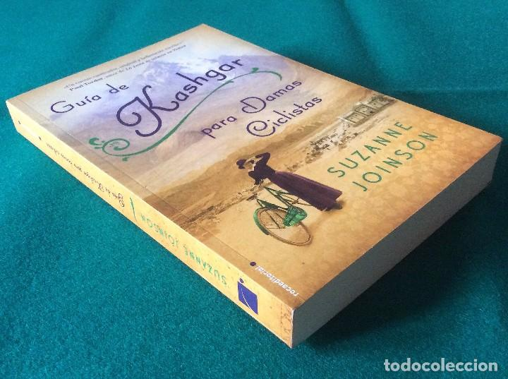 Libros de segunda mano: GUÍA DE KASHGAR PARA DAMAS CICLISTAS - SUZANNE JOINSON - ROCA EDITORIAL AÑO 2012 - Foto 2 - 105745987