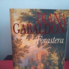 Libros de segunda mano: FORASTERA - DIANA GABALDÓN - TOP EMECE 1999. Lote 112123095