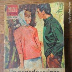 Libros de segunda mano: UN PASADO VULGAR - CORIN TELLADO - MINI LIBROS BRUGUERA SERIE ROSA 117 -. Lote 120324575