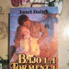 Libros de segunda mano: BAJO LA TORMENTA - JANET DAILEY - IMPRESO EN ARGENTINA 1982. Lote 127742039