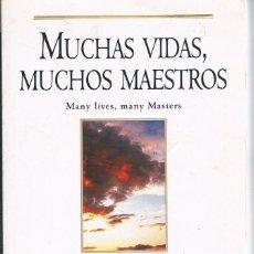 Libros de segunda mano: MUCHAS VIDAS MUCHOS MAESTROS DOS FOTOGRAFÍAS ((COMO NUEVO)). Lote 140037546
