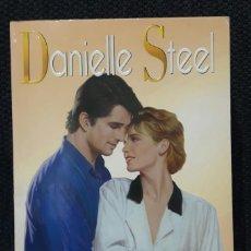 Libros de segunda mano: EL ANILLO - LIBRO - BOLSILLO - TAPA BLANDA - DANIELLE STEEL - 375 PAGINAS - 1999. Lote 144732826
