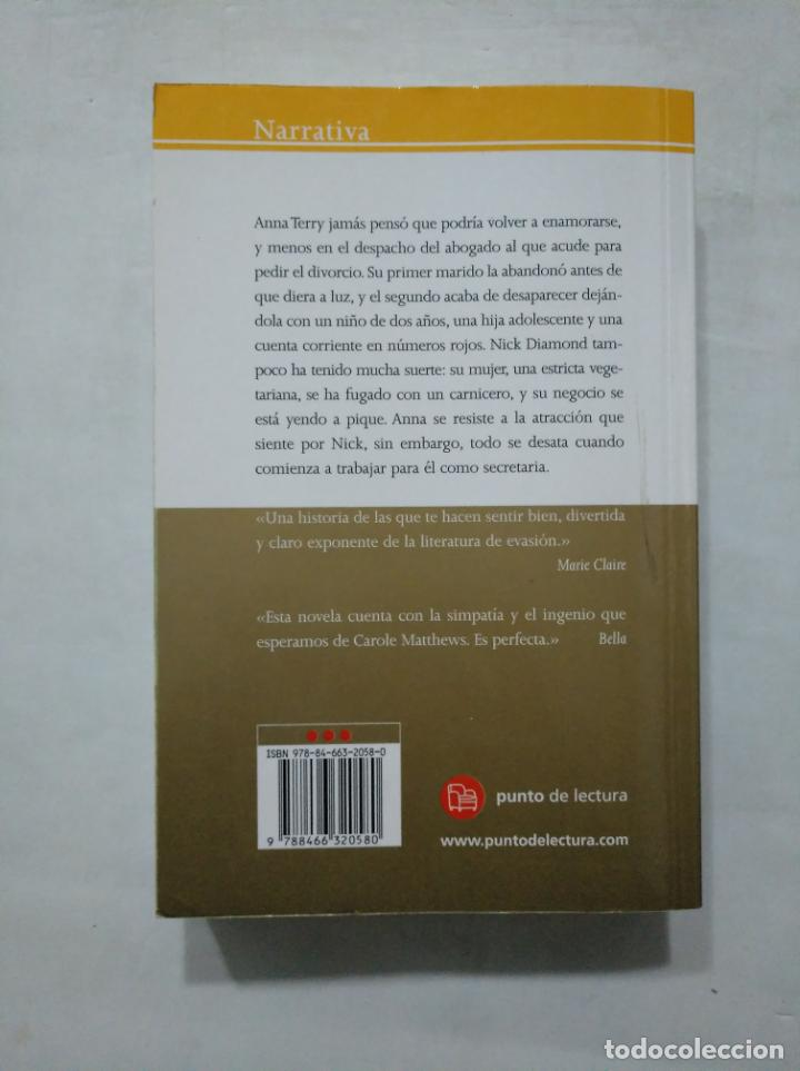 Libros de segunda mano: ME VUELVES LOCA. - CAROLE MATTHEWS. TDK377 - Foto 2 - 155290670
