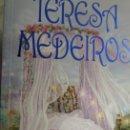 Libros de segunda mano: UN BESO INOLVIDABLE. TERESA MEDEIROS. Lote 165460474