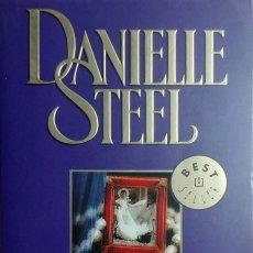Libros de segunda mano: ÁLBUM DE FAMILIA / DANIELLE STEEL. 1ª ED. EN ESTE FORMATO. BARCELONA : DEBOLSILLO, 2003.. Lote 168998652
