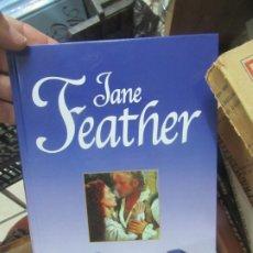 Libros de segunda mano: BESADA POR LAS SOMBRAS, JANE FEATHER. L.6611-632. Lote 179221265