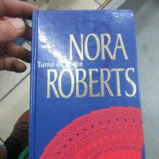 Libros de segunda mano: TURNO DE NOCHE, NORA ROBERTS. L.14508-533. Lote 180170696