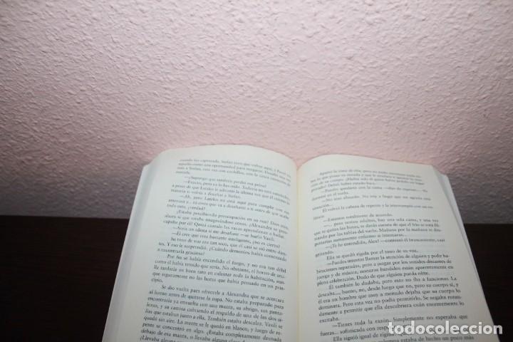 Libros de segunda mano: NOVELA ROMANTICA - ME PERTENECES DE JOHANNA LINDSEY - Foto 2 - 189599375
