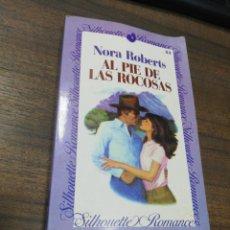 Libros de segunda mano: SILHOUETTE ROMANCE. AL PIE DE LAS ROCOSAS. NORA ROBERTS. . Lote 193903102
