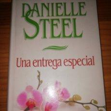 Libros de segunda mano: UNA ENTREGA ESPECIAL - DANIELLE STELL. Lote 194203210