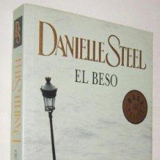 Libros de segunda mano: EL BESO - DANIELLE STEEL. Lote 194326740