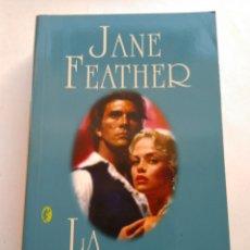 Libros de segunda mano: LA VENGADORA/JANE FEATHER. Lote 194539963