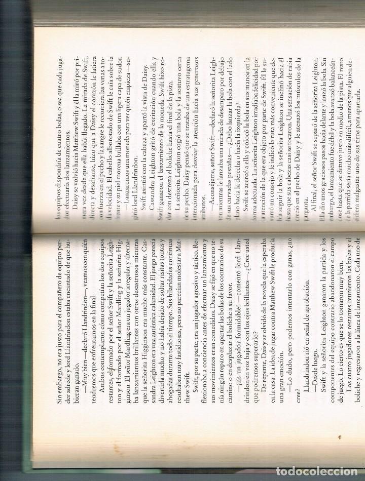 Libros de segunda mano: ESCÁNDALO EN PRIMAVERA LIBRO EN MUY BUEN ESTADO FOTOGRAFÍAS - Foto 2 - 195043070