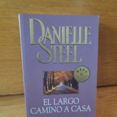 Libros de segunda mano: DANIELLE STEEL EL LARGO CAMINO A CASA. Lote 199485270