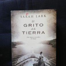 Libros de segunda mano: EL GRITO DE LA TIERRA - SARAH LARK (III DE LA TRILOGÍA). Lote 206442355