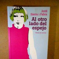 Libros de segunda mano: AL OTRO LADO DEL ESPEJO ( JORDI SIERRA I FABRA ). Lote 207035991
