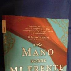 Libros de segunda mano: IMAGEN DEL VENDEDOR SU MANO SOBRE MI FRENTE. Lote 212919703