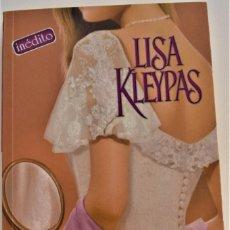 Libros de segunda mano: LISA KLEYPAS - SOLO CON TU AMOR - BOLSILLO ZETA - TAPA BLANDA - 1º EDICIÓN 2006. Lote 214041046