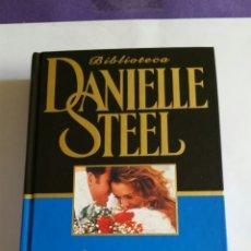 Libros de segunda mano: NOVELA. DESTINOS ERRANTES. DE DANIELLE STEEL.2002. Lote 223928207