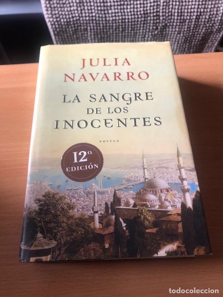 LA SANGRE DE LOS INOCENTES. JULIA NAVARRO (Libros de Segunda Mano (posteriores a 1936) - Literatura - Narrativa - Novela Romántica)