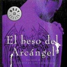 Libros de segunda mano: EL BESO DEL ARCÁNGEL (EL GREMIO DE LOS CAZADORES 2). Lote 235939410