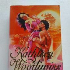 Libros de segunda mano: LA FRAGIL LLAMA DEL AMOR/KATHARINA WOODIWISS. Lote 244467945