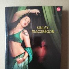 Libros de segunda mano: EL RETORNO DEL GUERRERO -KINLEY MACGREGOR. Lote 256023285