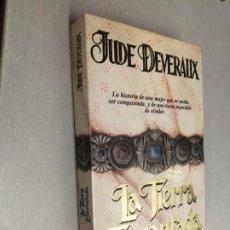 Libros de segunda mano: LA TIERRA ENCANTADA / JUDE DEVERAUX / JAVIER VERGARA EDITOR 1992. Lote 268752909