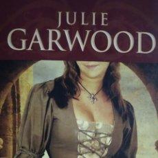 Libros de segunda mano: HONOR Y PASIÓN. JULIE GARWOOD.. Lote 279157458