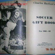Libros de segunda mano: FUTBOL INGLES. SOCCER GIFT BOOK FOR 1961 - 62...FOTOS. Lote 1887387