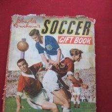 Libros de segunda mano - LIBRO INGLES DE FUTBOL - SOCCER CIFT BOOK - 1957/58 - CHARLES BUCHAN'S - 36645150