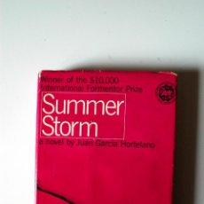 Libros de segunda mano: SUMMER STORM, A NOVEL BY JUAN GARCIA HORTELANO (EDICION AMERICANA, 1961). Lote 51543088