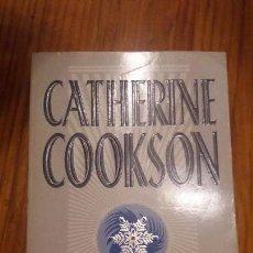 Libros de segunda mano: LIBRO ESCRITO EN INGLÉS. BOOK WRITTEN IN ENGLISH. CATHETINE COOKSON. THE YEAR OF THE VIRGINS. Lote 76658611