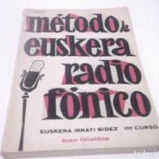 Libros de segunda mano: MÉTODO DE EUSKERA RADIO FÓNICO - EUSKERA IRRATI BIDEZ- PRIMER CURSO - POR JUAN OÑATIBIA 1967. Lote 119095411