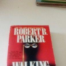 Libros de segunda mano: C-15OG18 LIBRO EN INGLES ROBERT B PARKER WALKING SHADOW. Lote 125156023