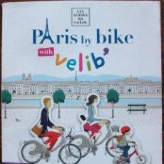 Libros de segunda mano: PARIS BY BIKE WITH VELIB. LES GUIDES DU CHÊNE. Lote 135071794