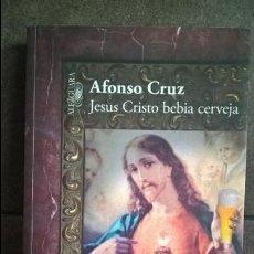 Libros de segunda mano: JESUS CRISTO BEBIA CERVEJA. ALFONSO CRUZ. ALFAGUARA 2013. EN PORTUGUES. . Lote 135332510