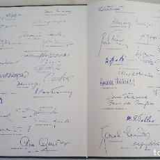 Libros de segunda mano: CTC - REPLICA FIRMAS CARY GRANT, DALAI LAMA, ALFRED HICHCOCK Y +... HUESPEDES HOTEL KEMPINSKI BERLIN. Lote 147394358