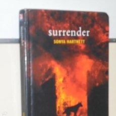 Libros de segunda mano: SURRENDER - SONYA HARTNETT - (EN INGLES) OCASION. Lote 152950142
