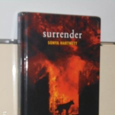 Libros de segunda mano: SURRENDER - SONYA HARTNETT - (EN INGLES) OCASION. Lote 152950186