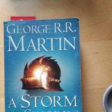 Libros de segunda mano: A STORM OF SWORDS . 1. STEEL AND SNOW GEORGE MARTIN. Lote 155666494