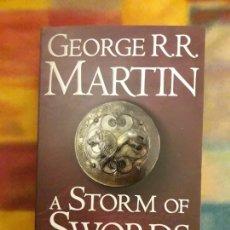 Libros de segunda mano: A STORM OF SWORDS. 2. BLOOD AND GOLD GEORGE MARTIN. Lote 155676102