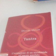 Libros de segunda mano: G-22YO7 LIBRO EN ITALIANO DANIEL ODIER TANTRA . Lote 160810102