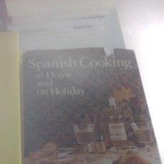 Libros de segunda mano: G-22YO7 LIBRO EN INGLES SPANISH COOKING AT HOME AND ON HOLIDAY . Lote 160812210