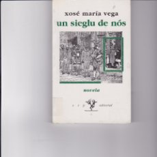 Libros de segunda mano: UN SIEGLU DE NÓS. DE XOSÉ MARÍA VEGA. EN ASTURIANO. Lote 168293224