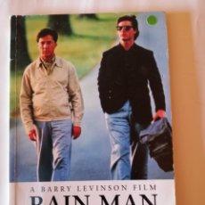 Libros de segunda mano: RAIN MAN LEONORE FLEISCHER BARRY LEVINSON FILM PENGUIN 1994 ISBN 0140814442. Lote 173048138